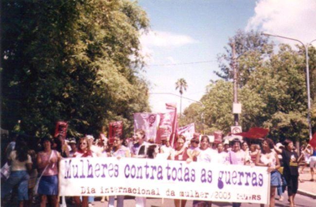 Mulheres contra todas as guerras – Brique Lilás